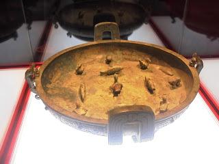 η λεκάνη της Zi Zhong Jiang στην έκθεση Θησαυροί από το Μουσείο της Σαγκάης στο Μουσείο της Ακρόπολης