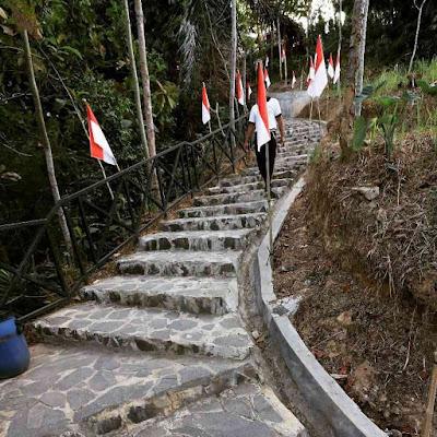 Jalan Menuju Puncak Punthuk Setumbu