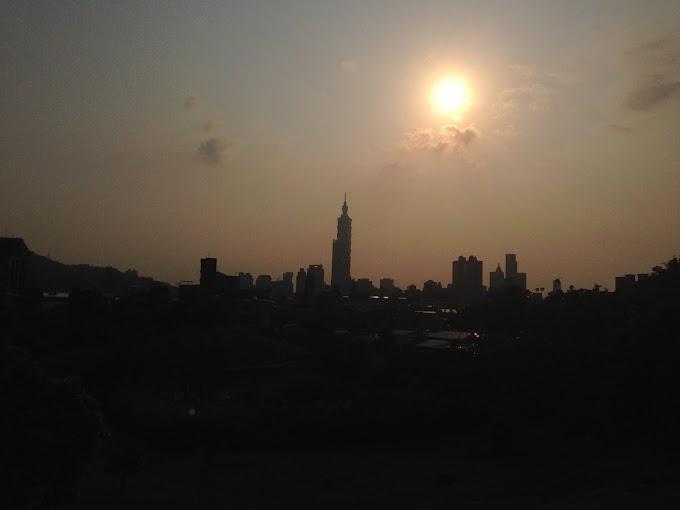 台北城市指北針 傍晚望向台北101的景色  不要問我在哪裡 我怕會忍不住告訴你-張傑克