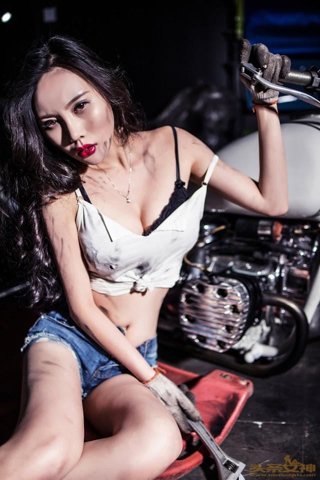 Sexy Chinese Girl: Busty Car Girl: Goddess No.017 Model 米娅