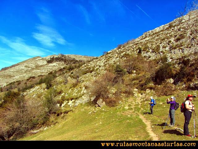 Ruta Pico Vízcares: Desvío a la izquierda en el collado Traslafuente