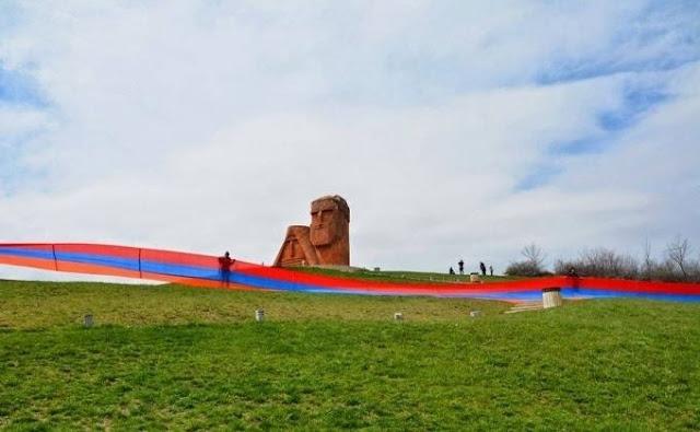 Instan a refugiados azerbaiyanos volver a Karabaj