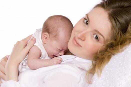 أرضعي طفلك من ثديك بعد 30 دقيقة من ولادته .. * نصيحة لكل أم جديدة *