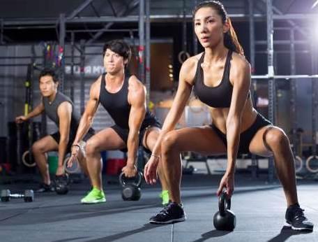Los valores que no sean cercanos a la RM se usan para estimular la potencia e hipertrofia muscular