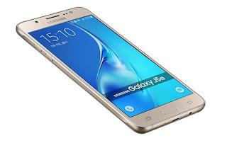 Membeli smartphone second atau bekas adalah salah satu pilihan untuk mendapatkan harga yang miring. Harga Samsung Galaxy J5 pun cukup jatuh jika kita membelinya dalam status bekas.  Kamu juga bisa mendapatkan harga Samsung Galaxy J5 yang miring dengan bermodal internet dan kesigapan untuk berburu smartphone yang kamu inginkan di berbagai website di penjuru internet.  - Harga Samsung Galaxy J5 Pro Bekas  Dalam status bekas, harga Samsung Galaxy J5 Pro bisa kamu dapatkan seharga Rp 2.300.000 hingga Rp 3.100.000 Rupiah.  - Harga Samsung Galaxy J5 Prime Bekas  Dalam status bekas, harga Samsung Galaxy J5 Prime bisa kamu dapatkan Rp 1.800.000 hingga Rp 2.100.000.  - Harga Samsung Galaxy J5 2016 Bekas  Dalam status bekas, harga Samsung Galaxy J5 2016 bisa kamu dapatkan seharga Rp 1.750.000 hingga Rp 2.000.000.  -Harga Samsung Galaxy J5 2015 Bekas  Dalam status bekas, harga Samsung Galaxy J5 2015 dipatok seharga Rp 1.500.000. Anda bisa mendapat harga Samsung Galaxy J5 2015 bekas dengan sangat miring jika tanpa box dan 'batangan', dengan harga di bawah Rp 1 juta.