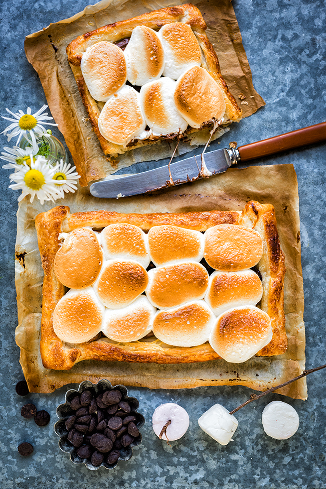 Three Ingredient Giant S'mores Tart – ready in less than 15 minutes and totally delicious.
