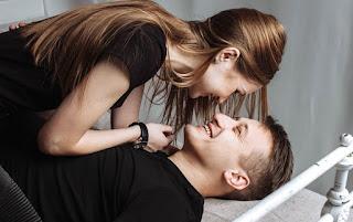 Ciri Wanita Selingkuh Secara Diam-Diam