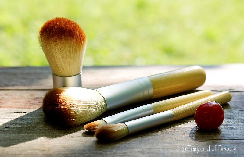 Отзыв: Набор из 4-х мини-кистей Madre Labs Five-Piece Cosmetic Mini-Brush Set.