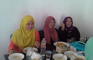 Yuli dkk di Warung Bu Kus, Sawojajar, Malang