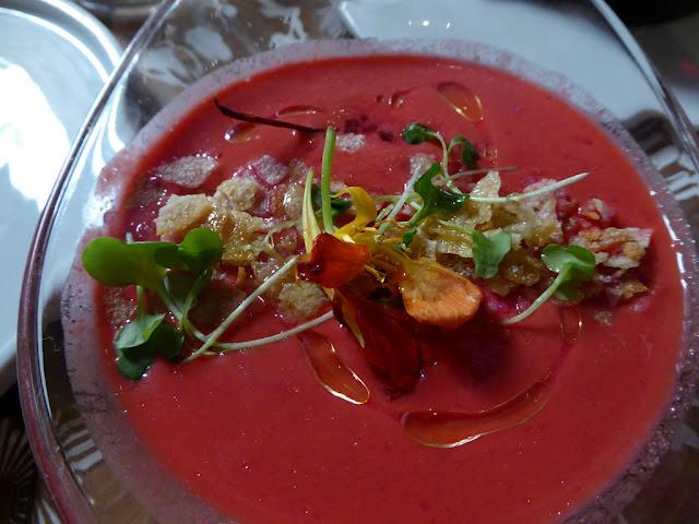Gazpacho brésilien à la pastèque et aux tomates, épicé (sans gluten, vegan)
