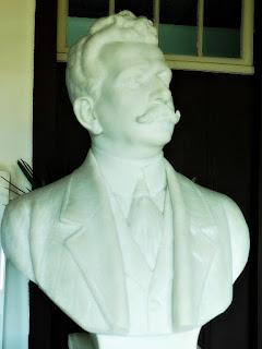 Busto de Francisco Antônio Vieira Caldas Júnior