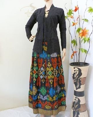 Rok dan Blouse Batik Ayunda Hitam