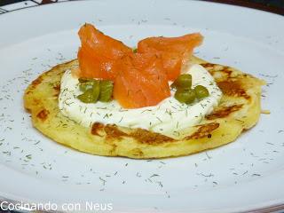Blinis de salmón con crème fraîche