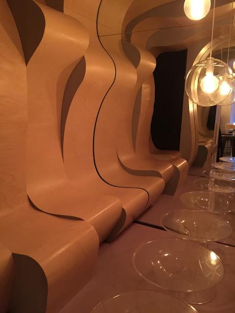 Sala no Mikkeller Bar que lembra o filme Laranja Mecânica