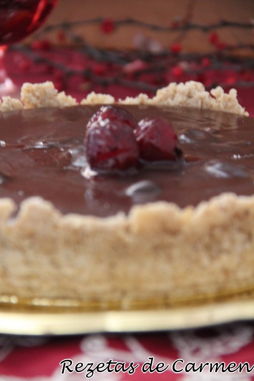 Tarta de chocolate con cerezas