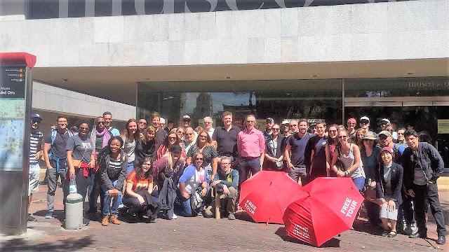 フリーフードツアーボゴタのツアー参加者と記念写真