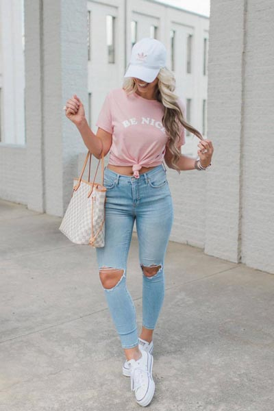 17 Fresh Fall Fashion Outfits To Update Your Closet In 2018 | Tee in pink + High Rise Busted Skinny Jeans + Converse Shoes