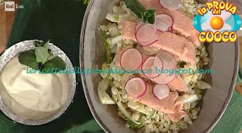 Ricetta della Trota salmonata agli agrumi con insalatina d'orzo e urticions da La Prova del Cuoco