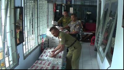 Petugas Gabungan Sita Ribuan Balok Garam Beryodium Rendah
