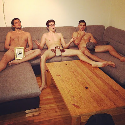 Naked Couchsurfing