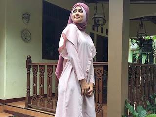 Rachquel Nesia Pakai Hijab