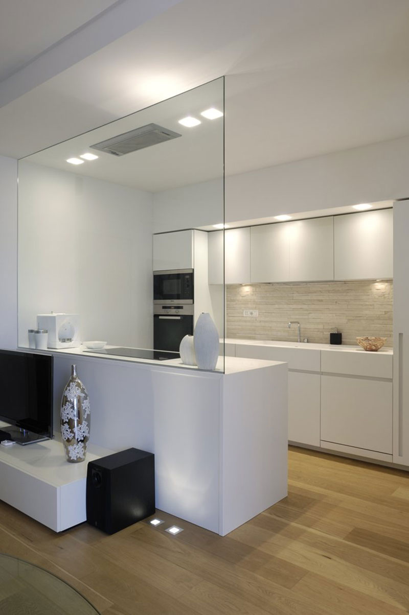 parete in vetro per separare cucina e soggiorno