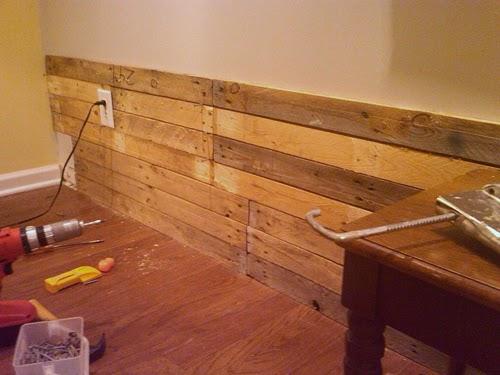 Fai da te: rivestire una parete con pallet riciclati  Casa Servizi
