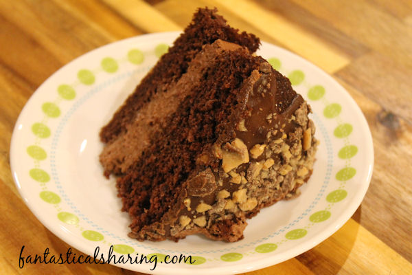 Chocolate Mousse Cake // This devil's food cake is much more than just a chocolate cake - it's filled with chocolate mousse and topped with chocolate ganache! #cake #chocolate #recipe #dessert #mousse