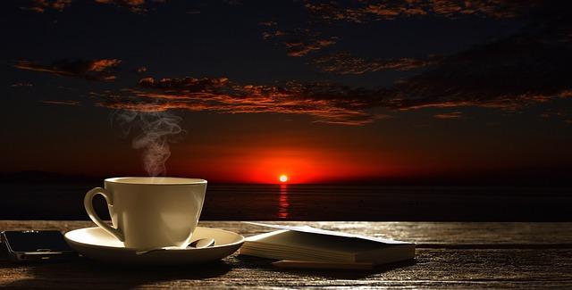 minum kopi saat berbuka puasa