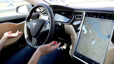 [Video] Fitur Autopilot, Pengemudi Tesla Ini Tertidur Sementara Mobil Berjalan Sendiri