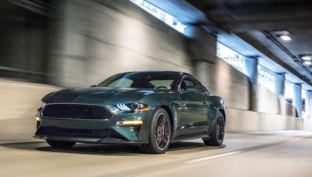 Front 3/4 view of 2019 Ford Mustang Bullitt