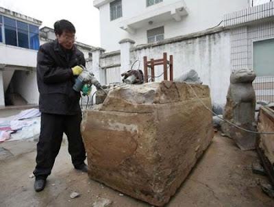 Penampakan Batu Akik Pada Mumi Berusia 700 Tahun
