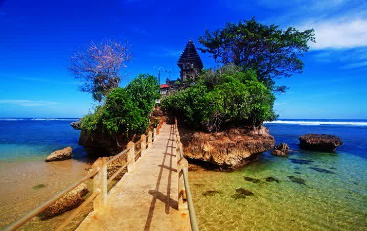 Pantai Balekambang, Kembaran Tanah Lot Ala Malang