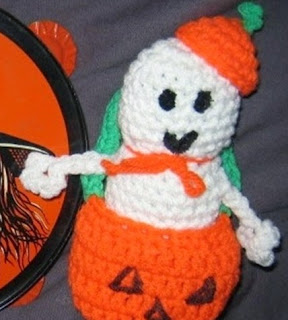 http://www.examiner.com/article/crochet-halloween-pumpkin-ghost-free-recycling-scrap-pattern?cid=db_articles