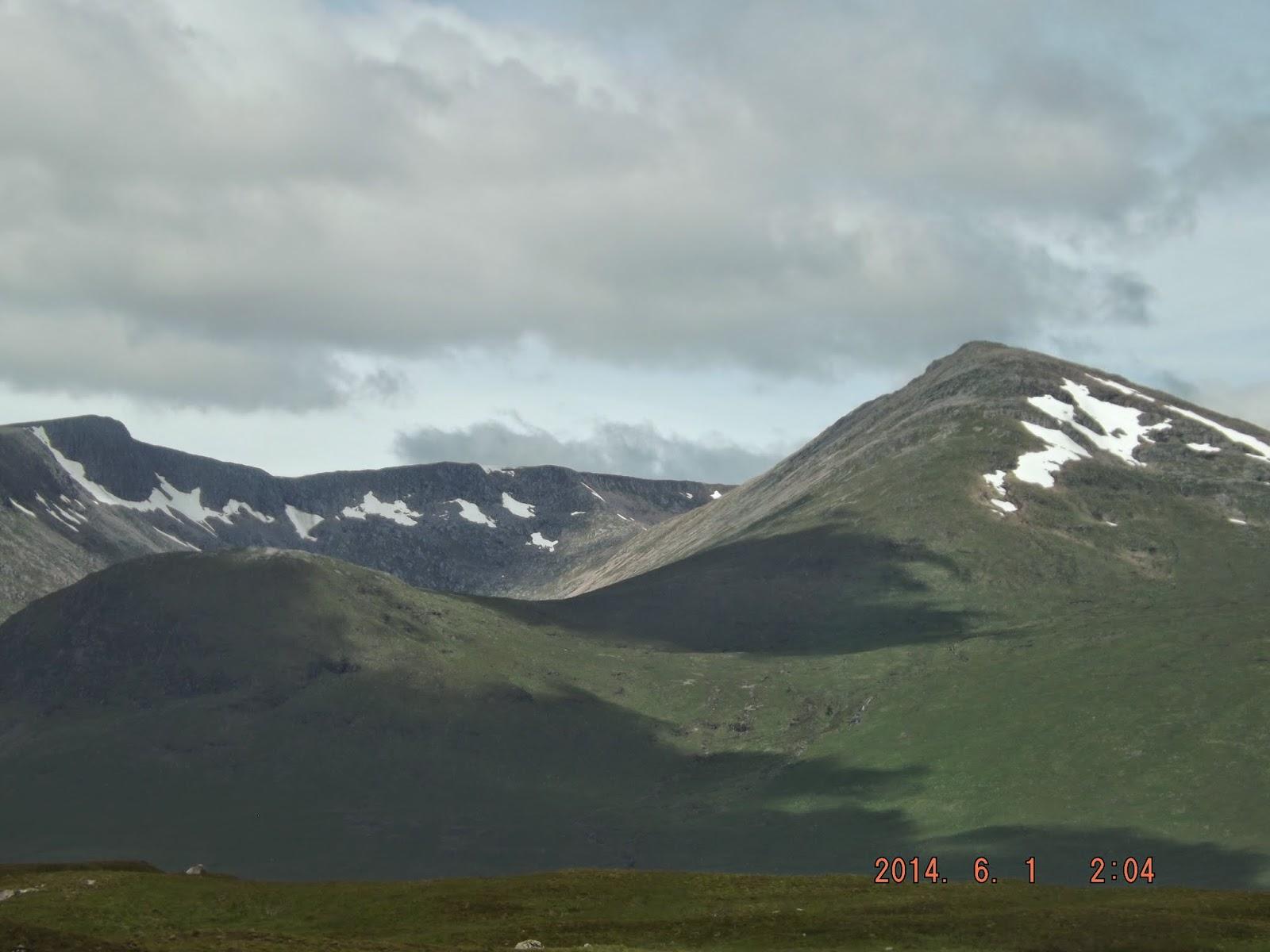 A skót tájon magas hegyek láthatók, Glen Etive körül