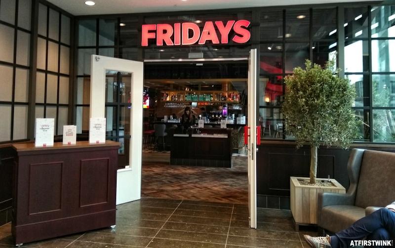 TGI Fridays utrecht paviljoen entrance