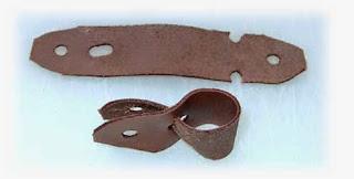 Istilah anklet dalam pemeliharaan burung hantu mengacu pada alat dari kulit untuk mengikat kaki burung pemburu