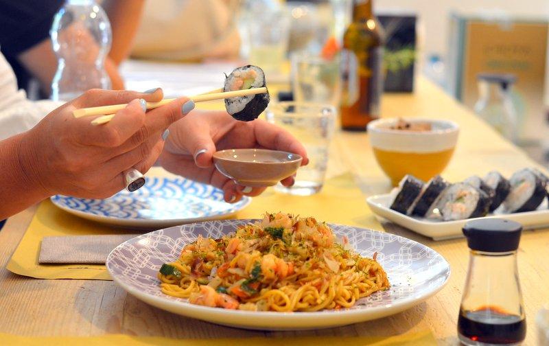Due donne e una cucina yuzuya cibo giapponese di casa for Cucina giapponese di casa