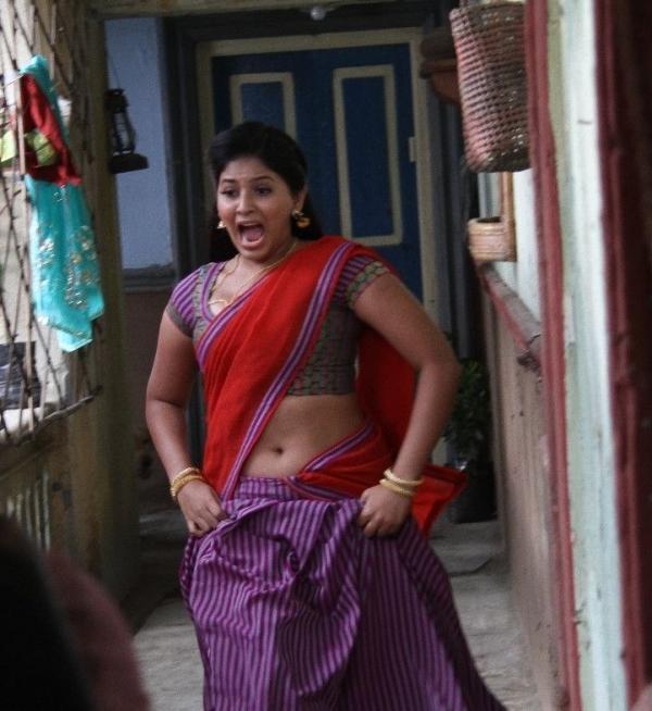 Tollywood Hot Pics: Anjali Hot Navel Stills In Half Saree