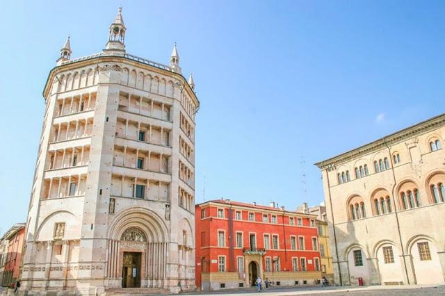 Batitterio di Parma na Piazza Duomo