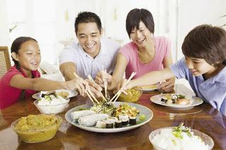 ăn chung bát thức ăn nguyên nhân lây chuyền vi khuẩn hp