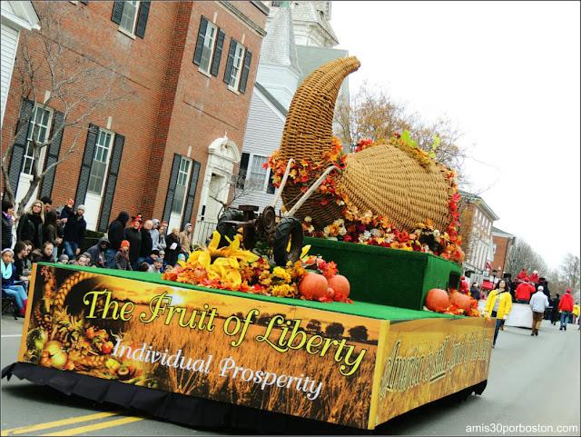 Carroza Cornucopia en el Desfile de Acción de Gracias en Plymouth