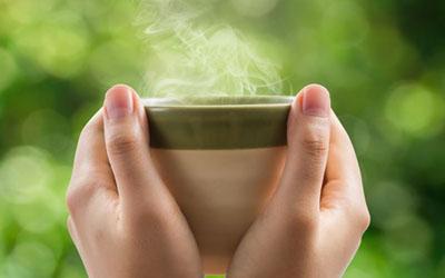 Manfaat Minum Air Hangat Saat Pagi