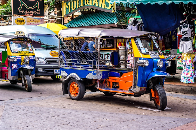 cara aman naik tuk tuk atau taksi di bangkok