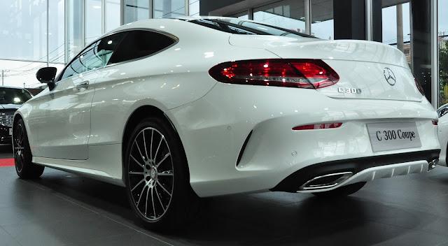 Mercedes C300 Coupe có khả năng vận hành mạnh mẽ, thiết kế thể thao hầm hố