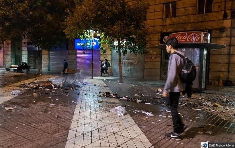 Lixos queimados na manifestação em Santiago