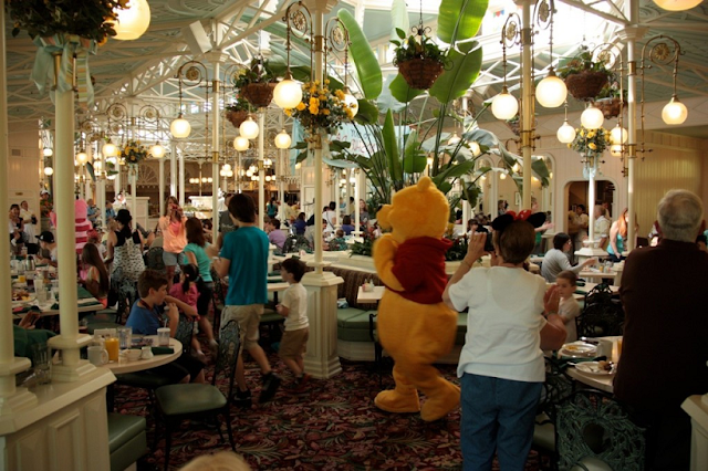 Informações do restaurante Crystal Palace no Magic Kingdom