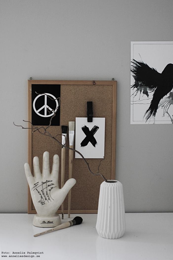 annelies design, webbutik, webshop, nätbutik, vykort, kryss, kors, peace, peacetecken, peacetecknet, svart och vitt, svartvit, svartvita, poster, posters, print, prints, konsttryck, tavla, tavlor, hand med spålinjer, händer,