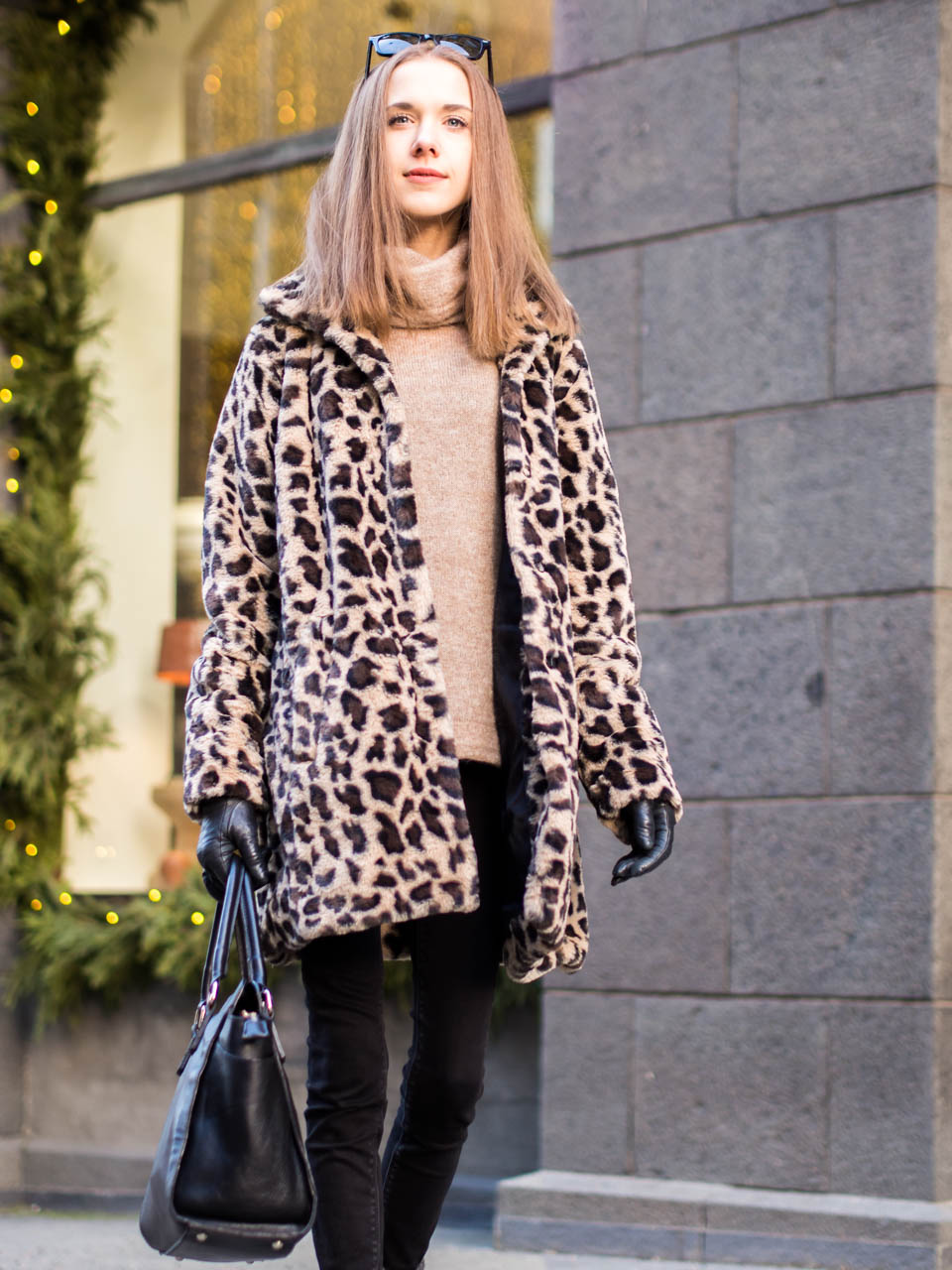how-to-wear-leopard-print-faux-fur-coat
