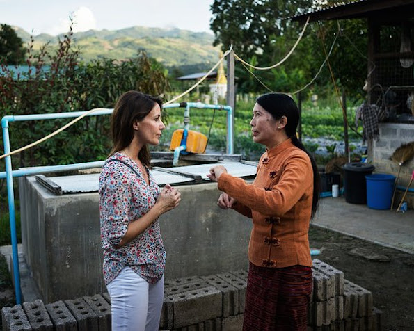 Princess Marie visited Burma, Prenses wore printed blouse, bag, style of Marie, earrings